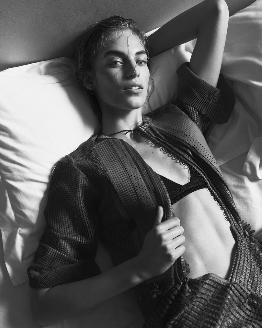 VANESSA-AXENTE—BY-NICK-DOREY-FOR-TWIN-MAGAZINE-ISSUE-12-SPRING-SUMMER-2015-10
