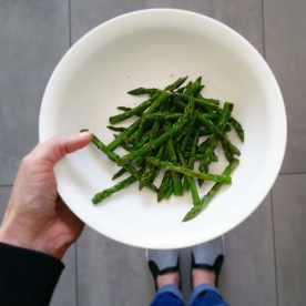 Roasted asparagus with ground chilli