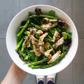 Salad with mixed lettuce, asparagus and grilled pork