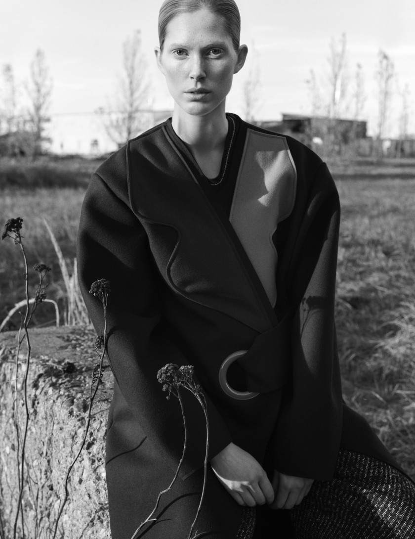 ISELIN-STEIRO-BY-HASSE-NIELSEN-FOR-COVER-MAGAZINE-DECEMBER-2015-1