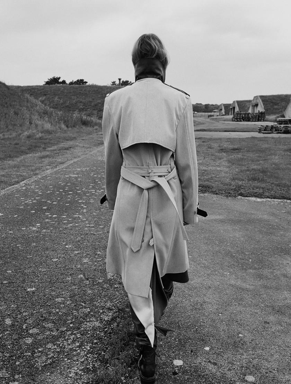 elle-uk-november-2016-steph-smith-by-kerry-hallihan-7